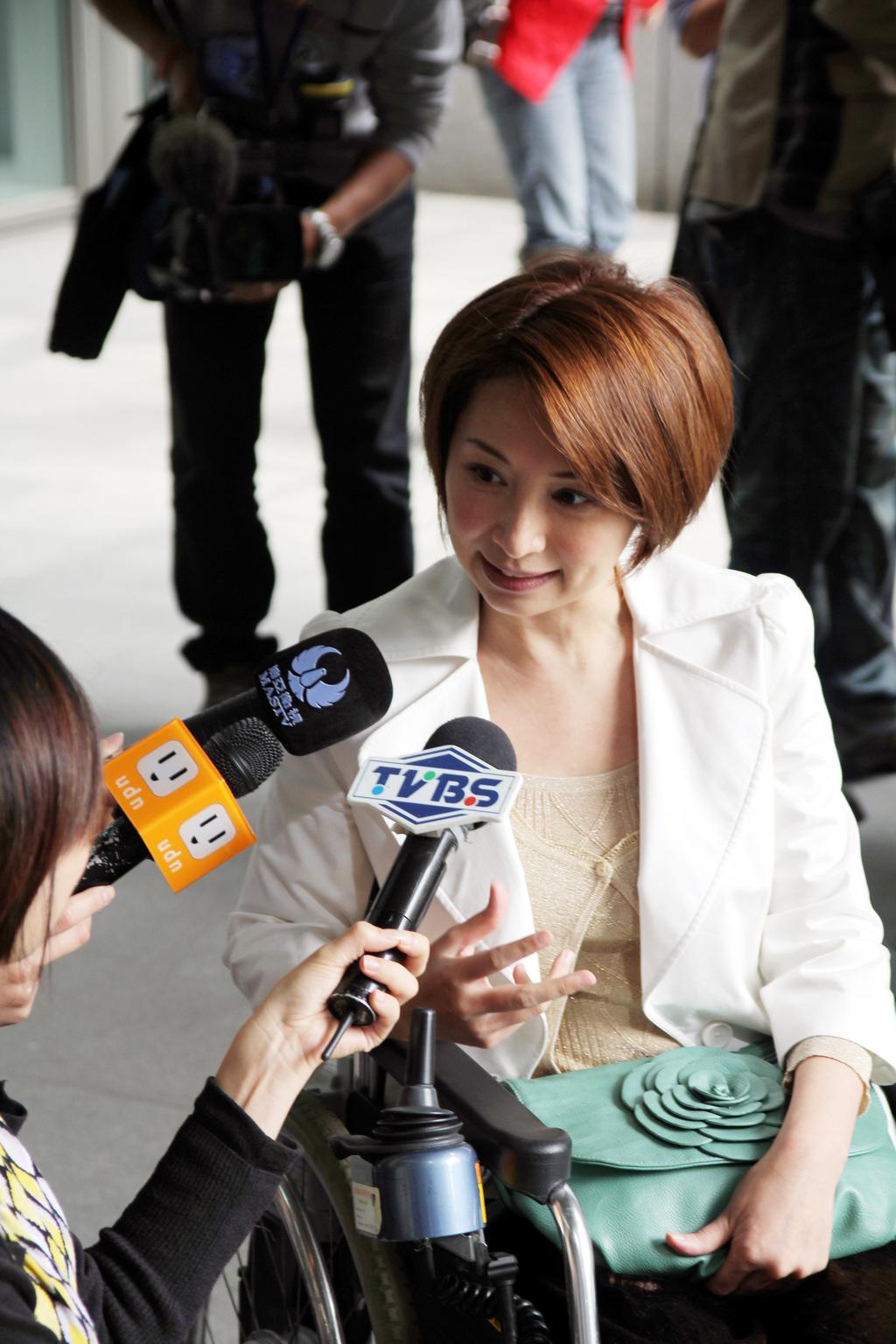「罕病天使」楊玉欣可望列入中國國民黨不分區立委名單,16日到新北市府洽公時接受媒體採訪,強調投身政治,是希望透過制度改革,為台灣弱勢病患爭