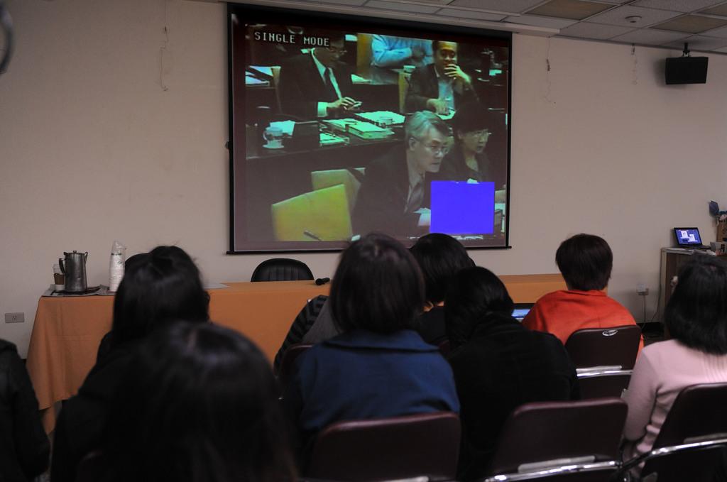 農委會3日舉行「美牛跨部會第三次專家會議」,全程公開、直播會議內容。中央社記者孫仲達攝            101年3月3日