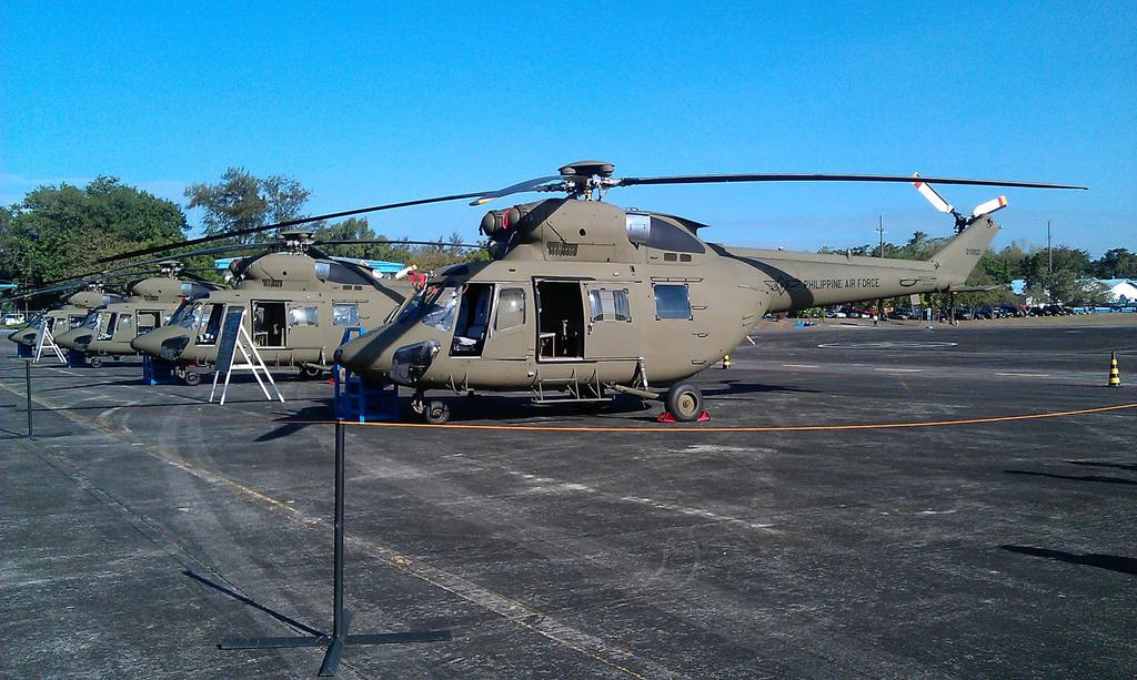 菲律賓空軍9日自波蘭「PZL Swidnik」公司手中接收4架獵鷹(W-3A Sokol)多用途戰鬥直升機,主要將做為搜救等用途,但也不排...