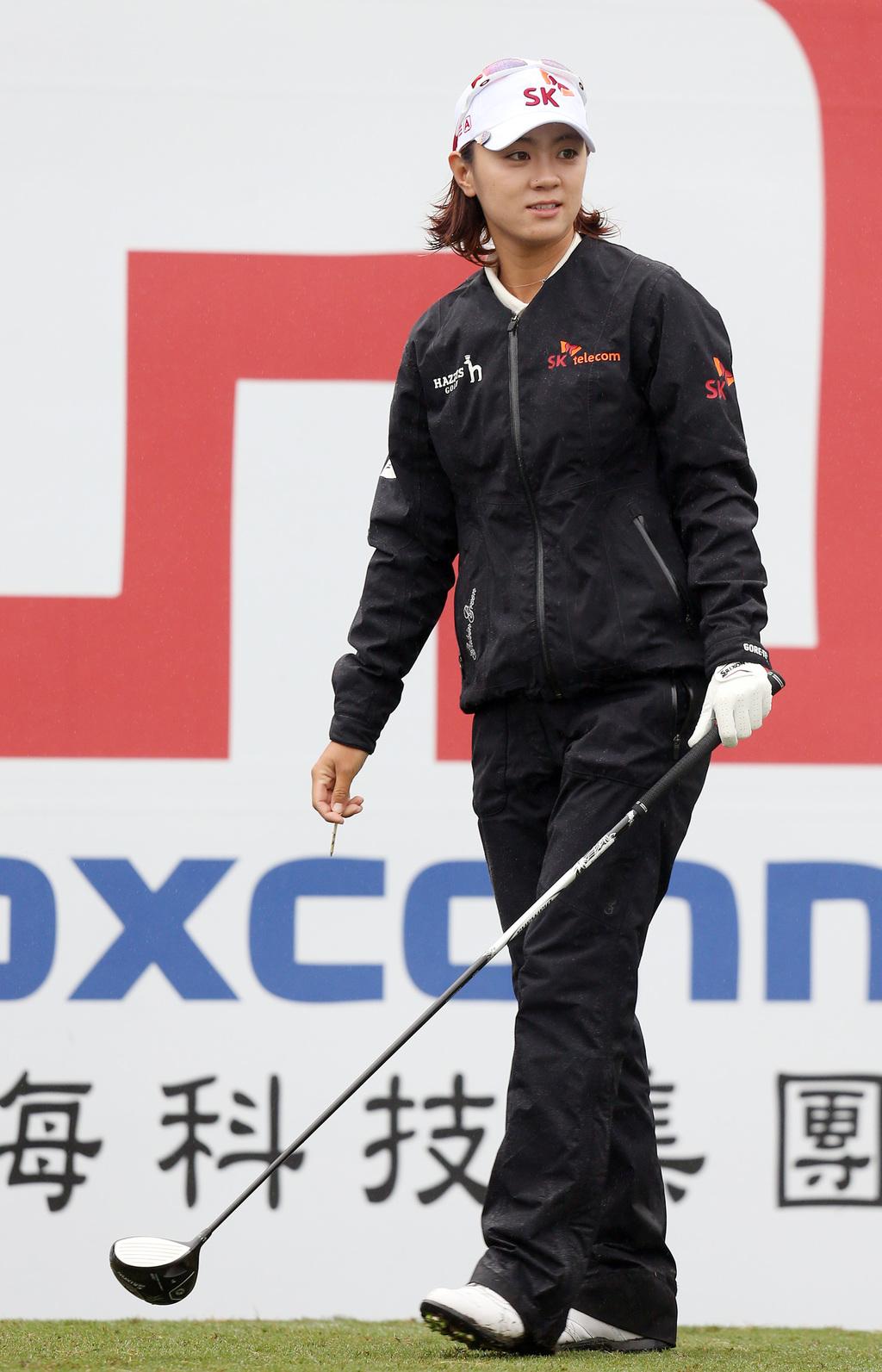 揚昇LPGA台灣錦標賽24日在桃園楊梅點燃戰火,世界排名第6名的韓國小可愛崔蘿蓮(Na Yeon Choi)打出高於標準桿2桿的74桿成績...
