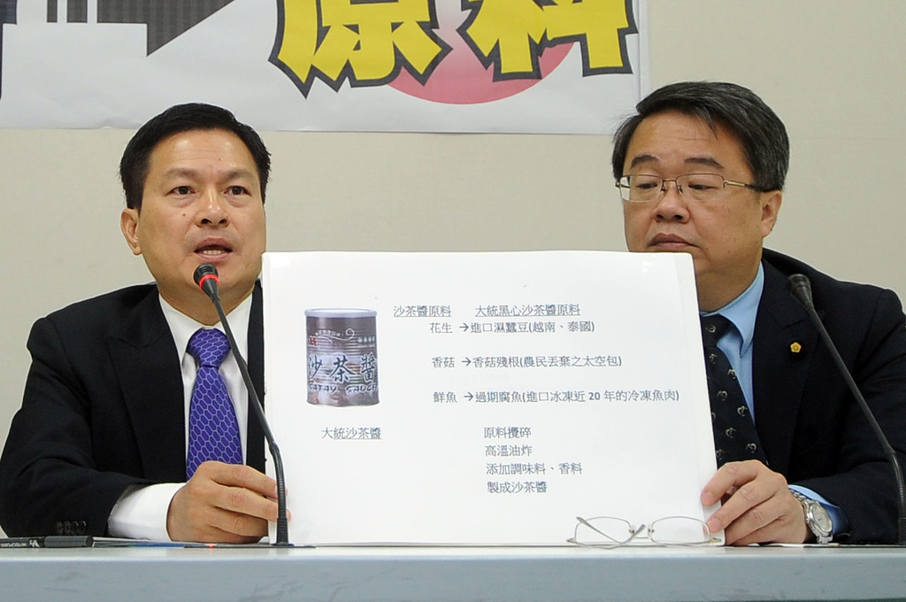 Embattled Chang Chi Foodstuff Factory Co., Ltd. faced new allegations Friday that its satay sauce was prepared with spoiled mushrooms and rotting fish...
