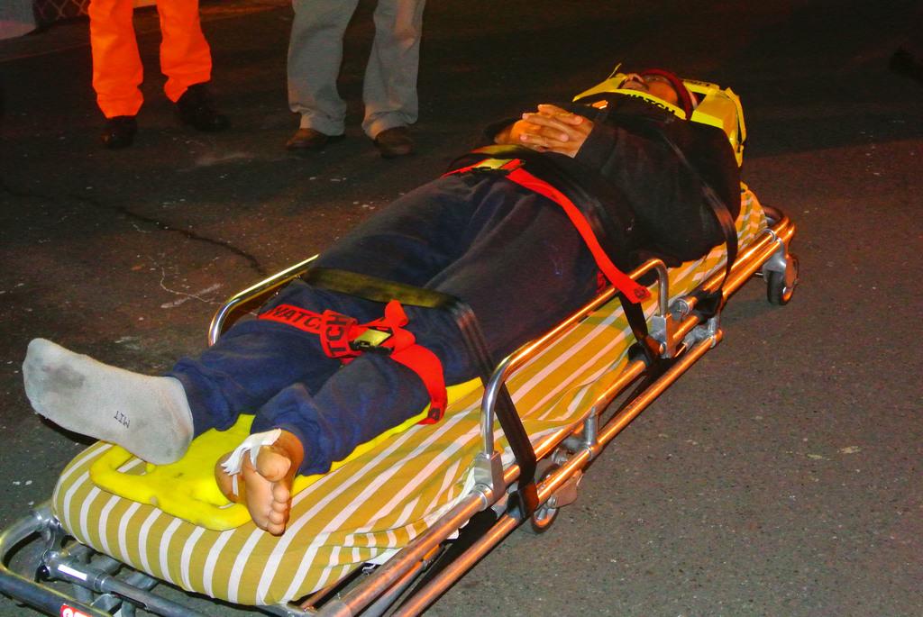 海巡署7日表示,「正財利」漁船獲救的印尼漁工Rainto(圖)腳底疑似有被鯊魚咬傷痕跡,傷口約有5公分長,現已由仲介帶回高雄。中央社記者王...
