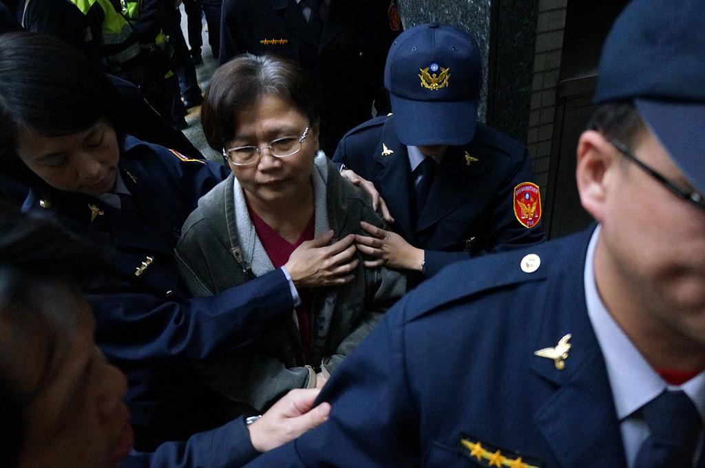 Taiwan ex-transportation minister enters prison