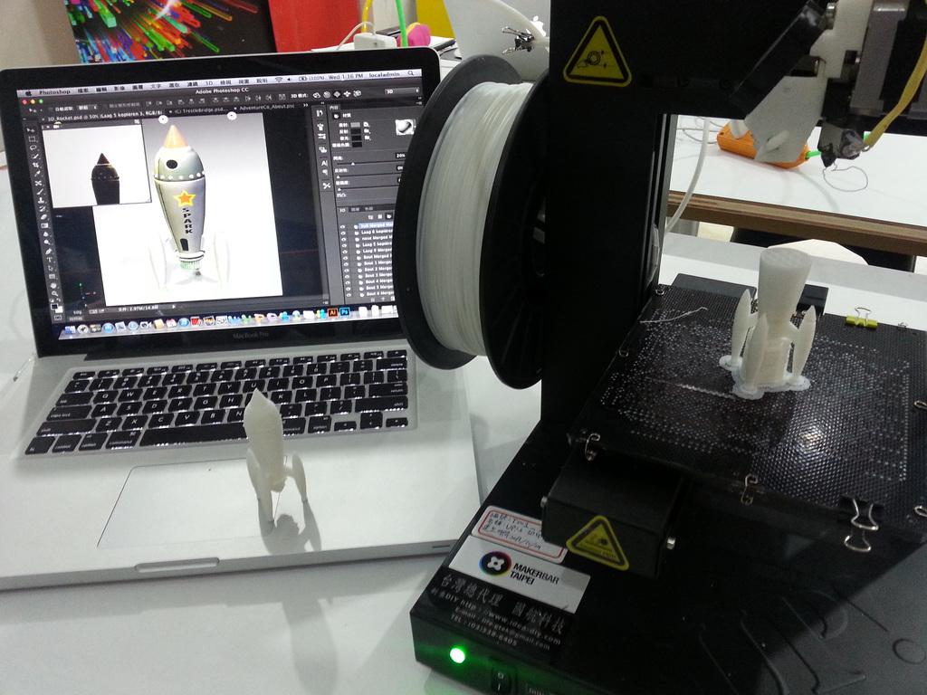 知名影像編輯軟體Photoshop開始支援3D列印功能,並且和3D列印服務供應商連線合作,設計好的圖樣可以遠端3D列印輸出,再透過郵寄取件...