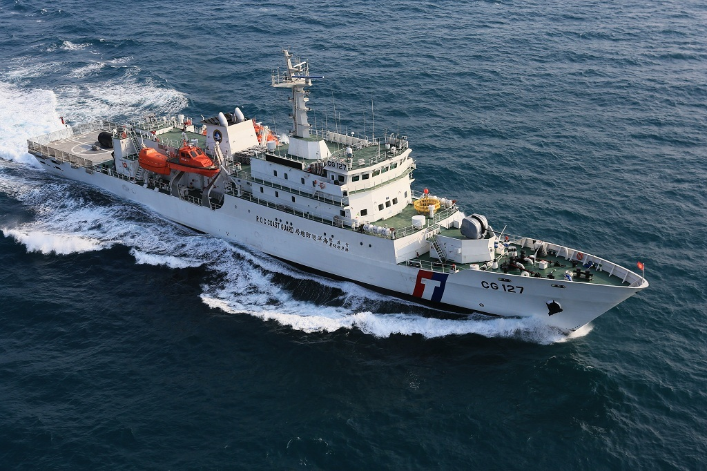 Boat attempts escape with Taiwanese coast guardsmen aboard (update)