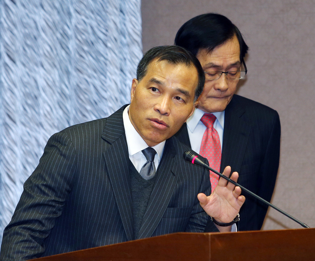 Transportation Minister Yeh Kuang-shih resigned Wednesday evening after  KMT lawmakers voted down his rescue package for the troubled Taiwan High Spee...