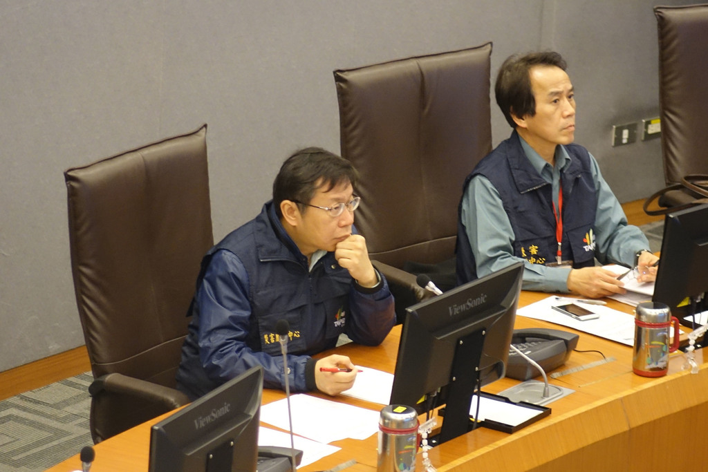 Nearly 1,000 police, firefighters and military personnel joined rescue efforts Wednesday, the Taipei City Fire Department said.  Acting department h...