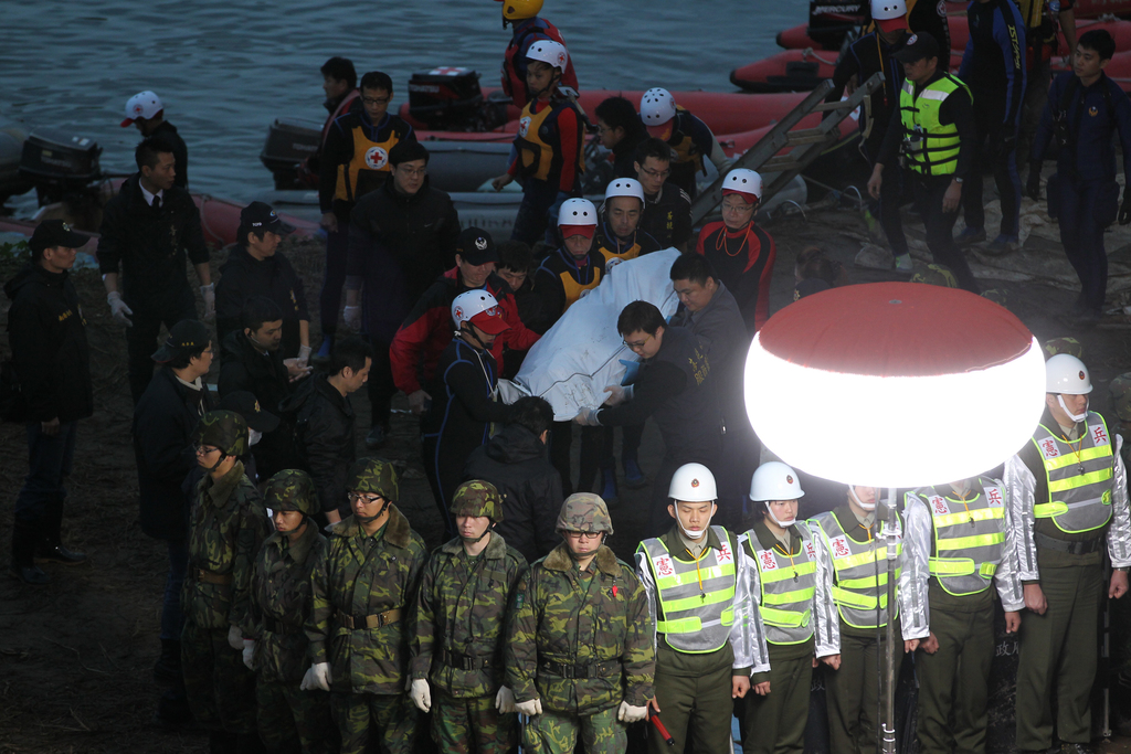 Three missing in TransAsia crash as search continues