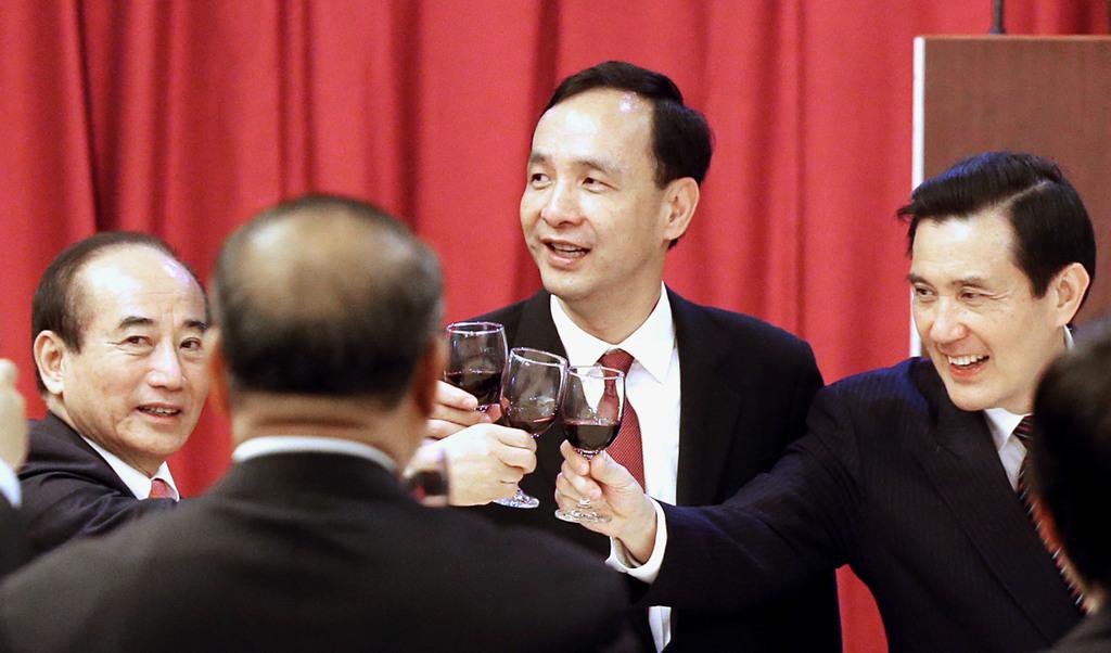 The photo shows Legislative Speaker Wang Jin-pyng (far left),  KMT Chairman Eric Liluan Chu (center), and President Ma Ying-jeou at the Legislative Yu...