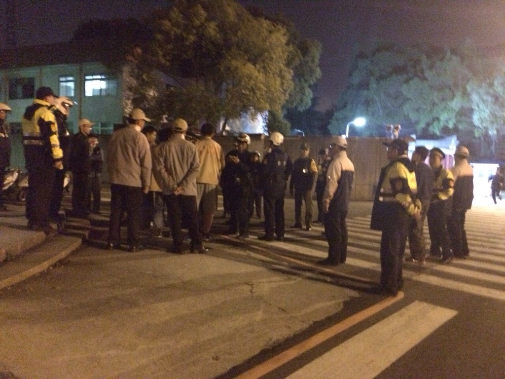 Protesters splash paint on gate of President Ma's residence