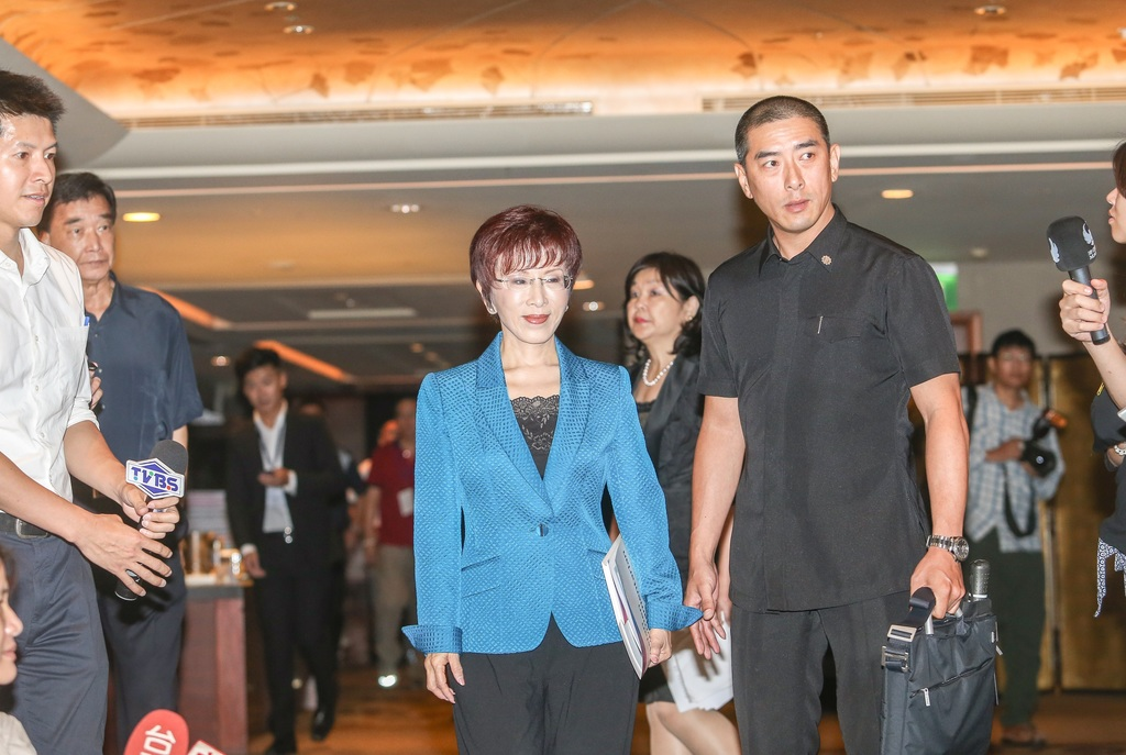 Spokesperson: Hung sues Chou and magazine for defamation