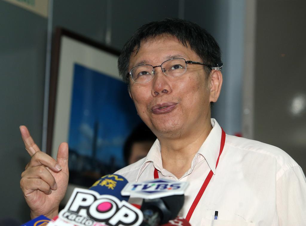 Ko criticizes police over arrest journalists
