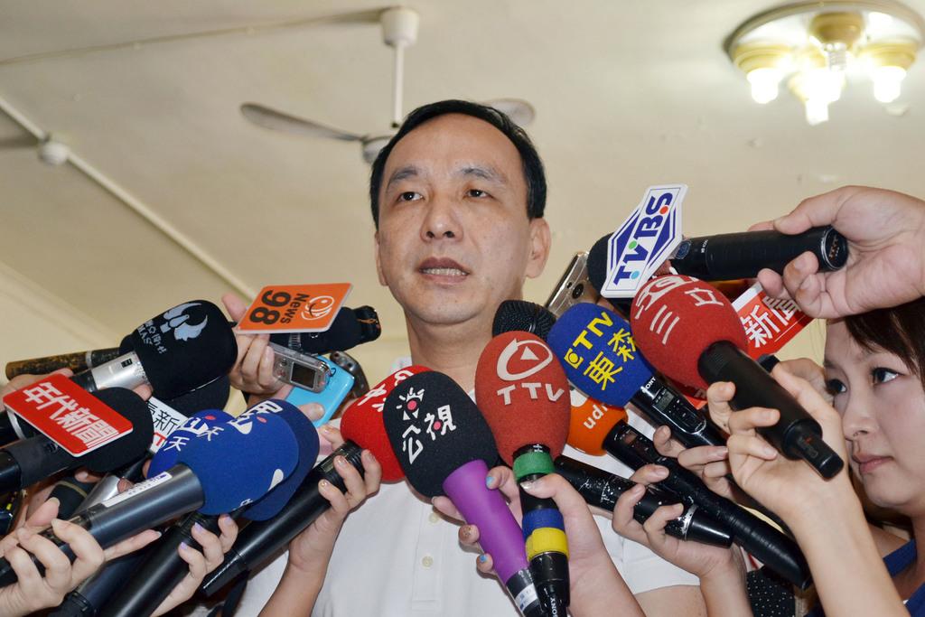 Chu and Wang deny close contact with James Soong