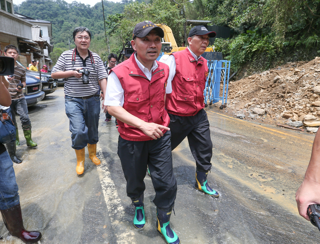 New Taipei vice mayor caught by road collapse
