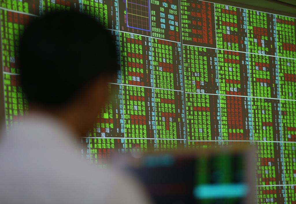 Chinese stocks tumble again at open, falling 6 percent