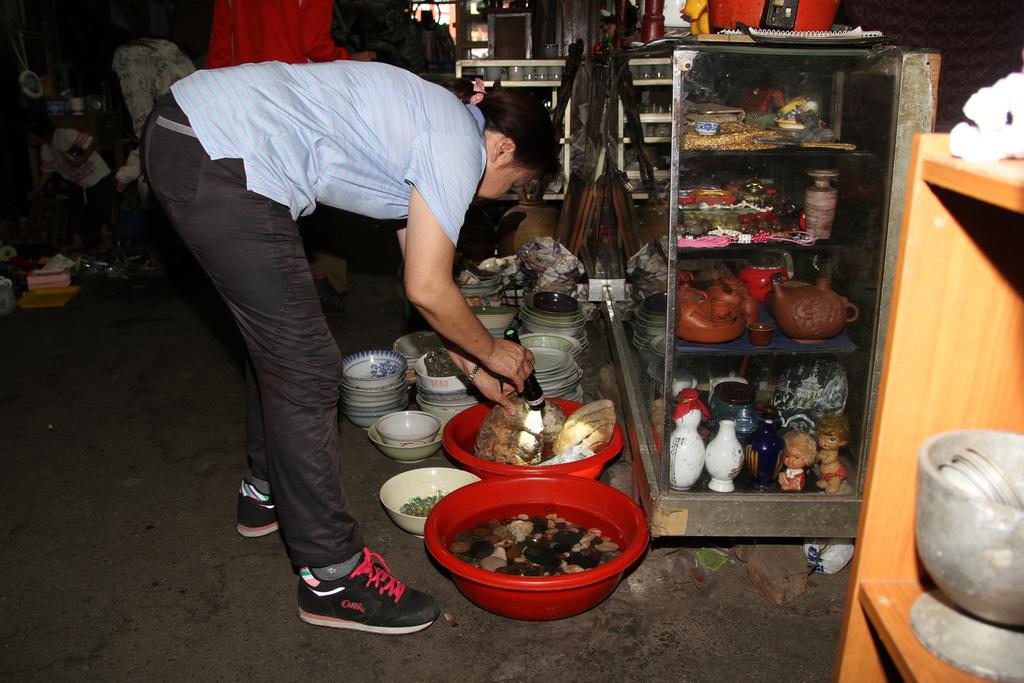 Flea market in Tainan suspended after dengue warning