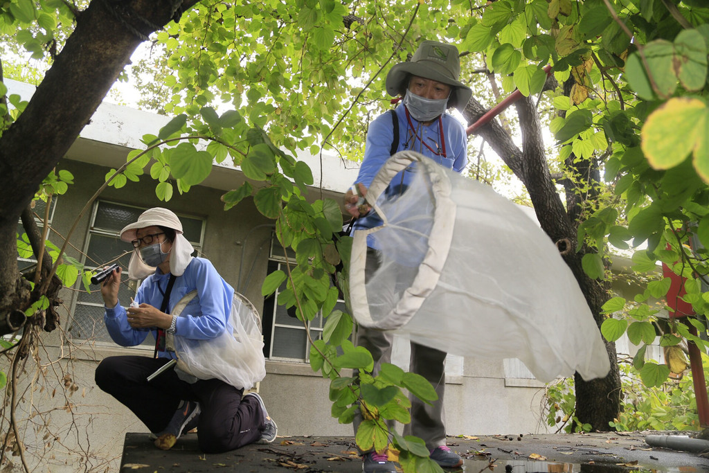 CDC takes fight against dengue fever to Tainan