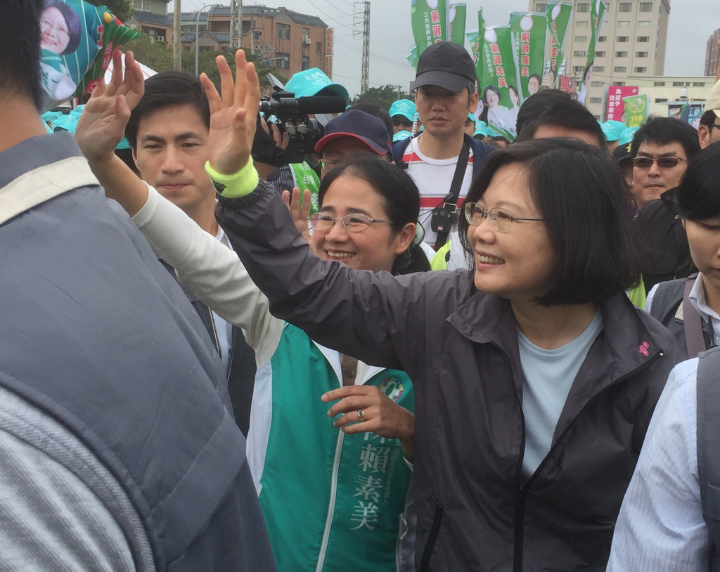 Tsai's opponents and aids