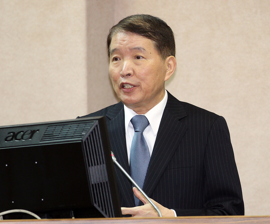 Minister of Defense Kao answers the interpellation regarding returned  spies on Thursday morning.