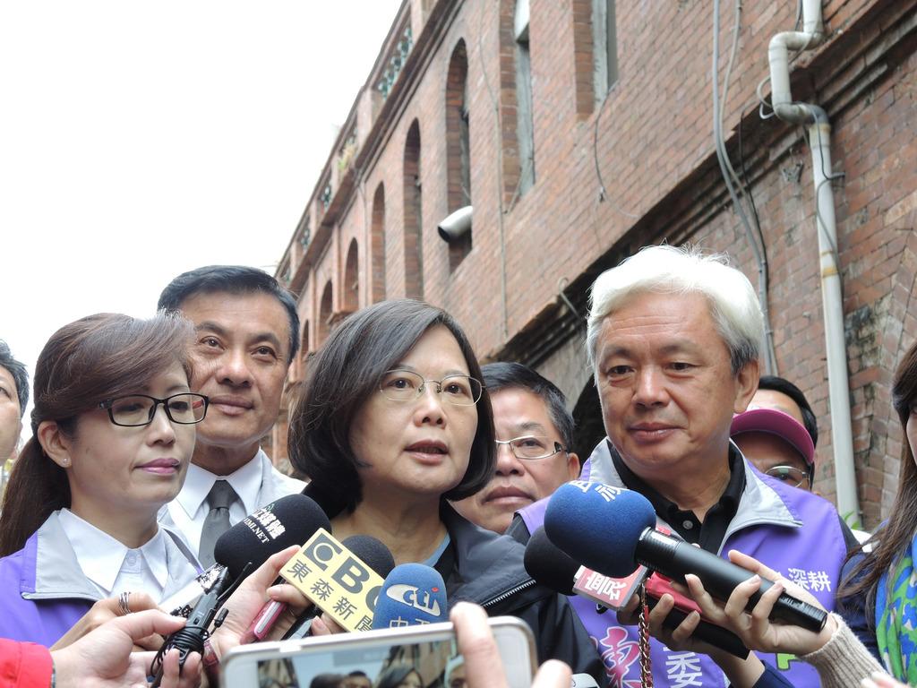 Tsai in Kinmen stumps for DPP candidate Chen Tsang-chiang