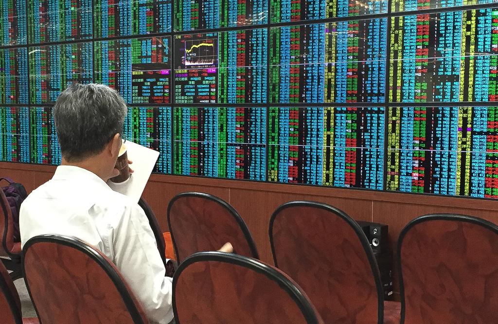 Taiwan halves securities transaction tax on d    | Taiwan News