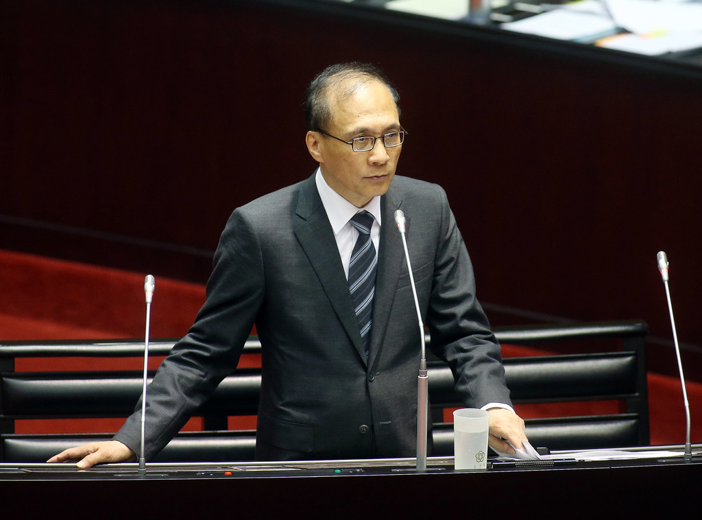 行政院長林全(圖)24日表示,支持華航空服員的合法罷工,對於這個事件不會只有董事長與總經理的更換,會要求新任董事長與總經理一起檢討這個事件