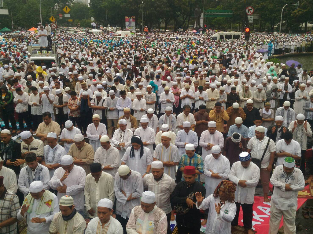 Indonesian Muslims gathering in front of Merdeka National Monument to pray.