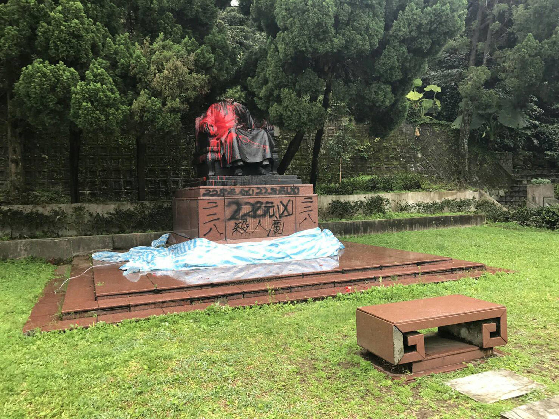 Chiang Kai-shek statue at Yangmingshan National Park found beheaded
