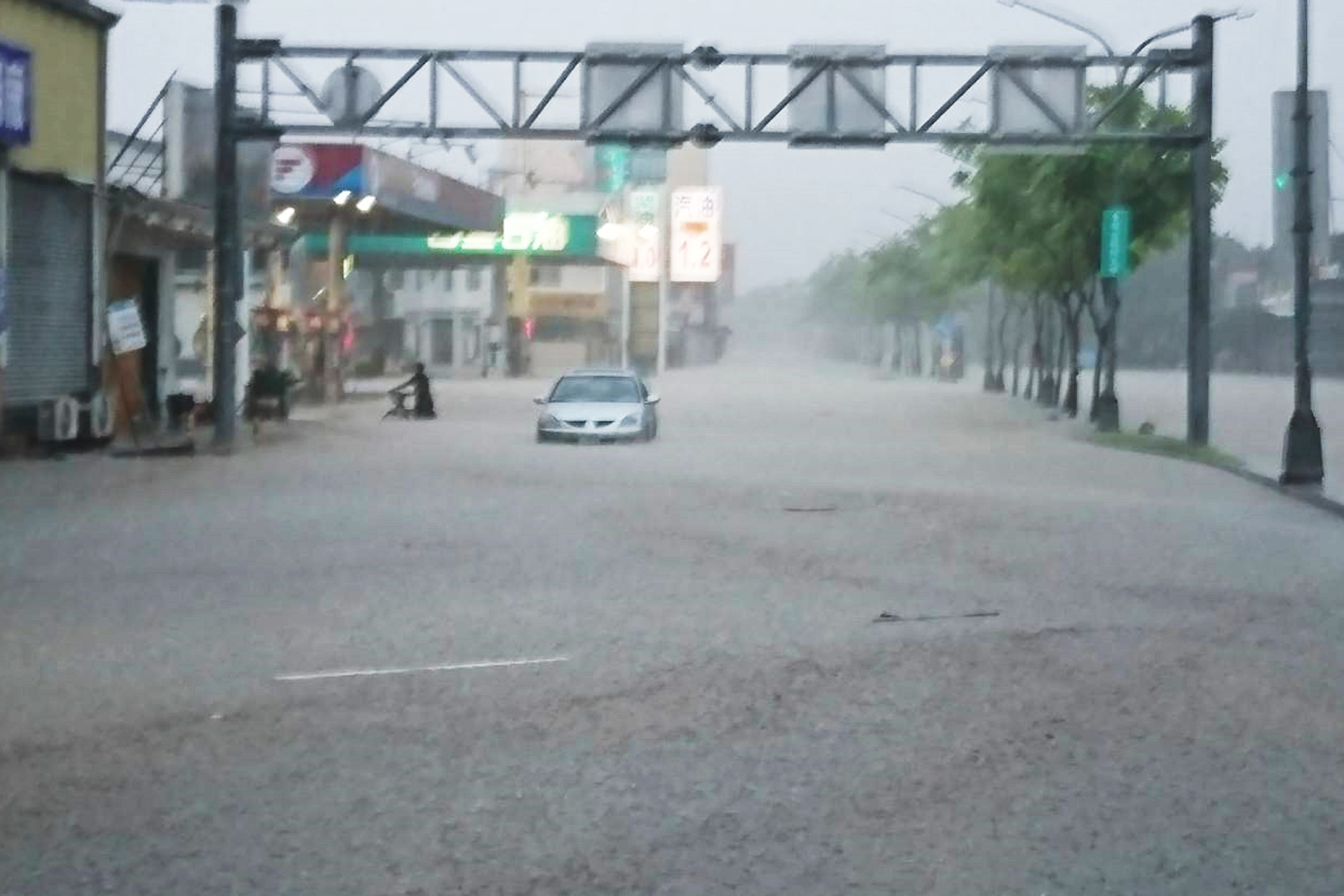 Haitang, second typhoon to hit Taiwan in 24 hours, already in China