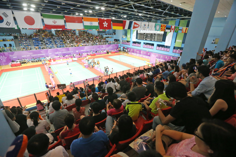 台北世大運羽球項目29日在台北體育館舉行,中華隊戴資穎在冠軍賽中對上韓國隊李張美,以直落二的成績輕鬆奪金。滿場觀眾在場邊為戴資穎加油。 中