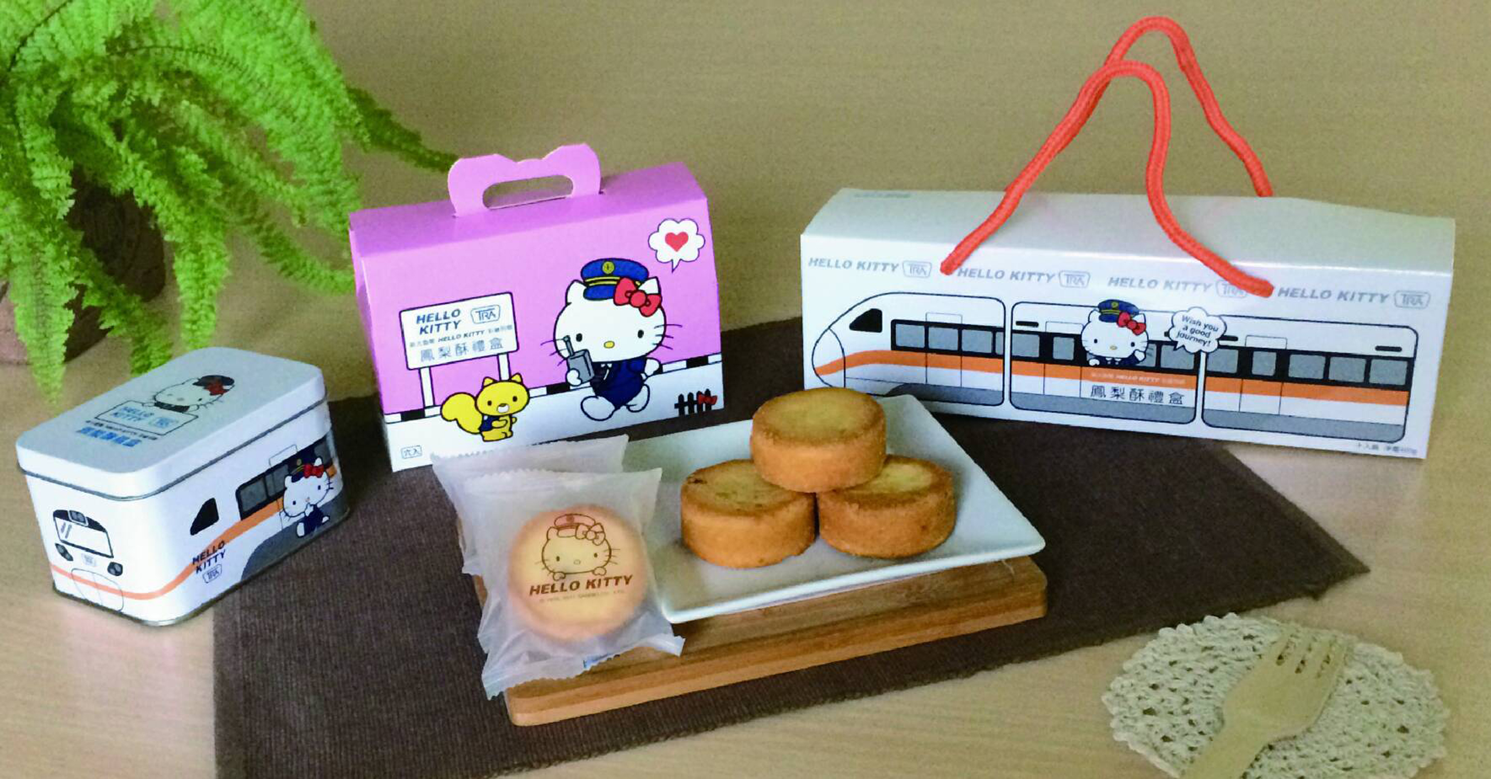 TRA introduces Hello Kitty-themed pineapple cake gift boxes for the Mid-Autumn Festival. (Source: CNA)