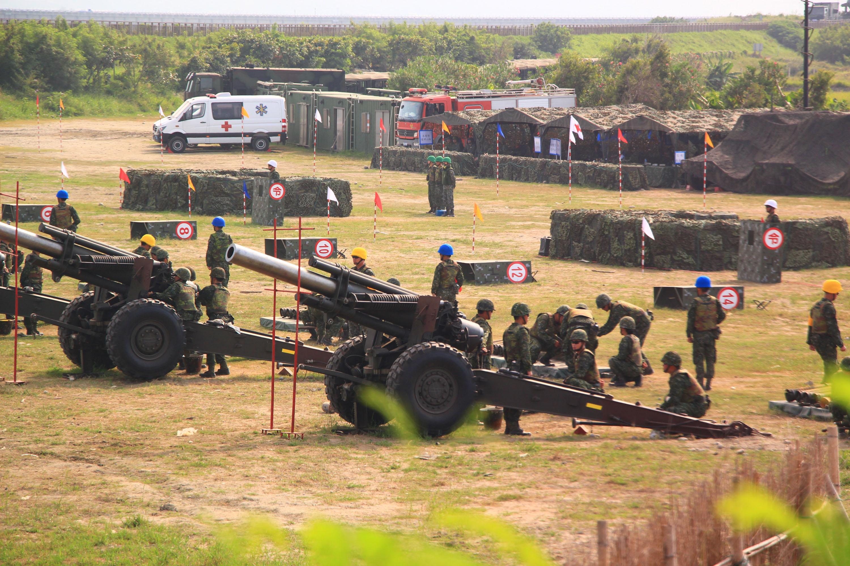 陸海空三軍在台中聯合進行106年度 重砲射擊訓練,展現國軍 堅強防衛能力。