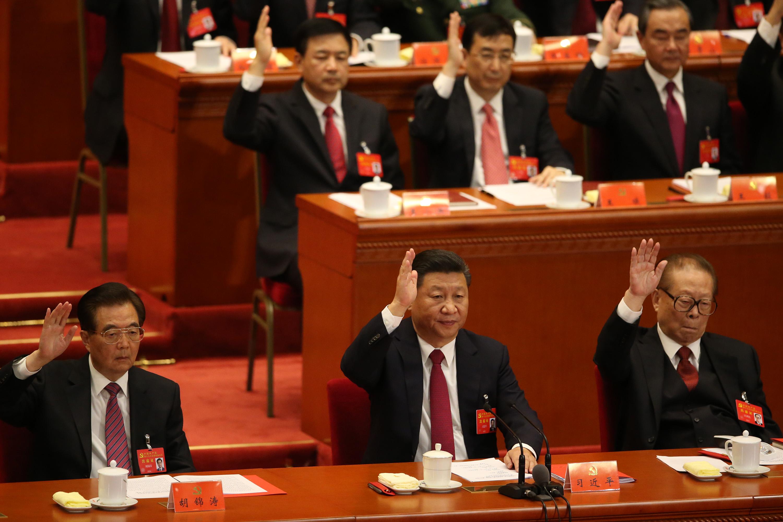 中共19大專題 中共19大閉幕式24日全票通過中共黨章修正案。「習近 平新時代中國特色社會主義思想」列入中共黨章。中共 總書記習近平
