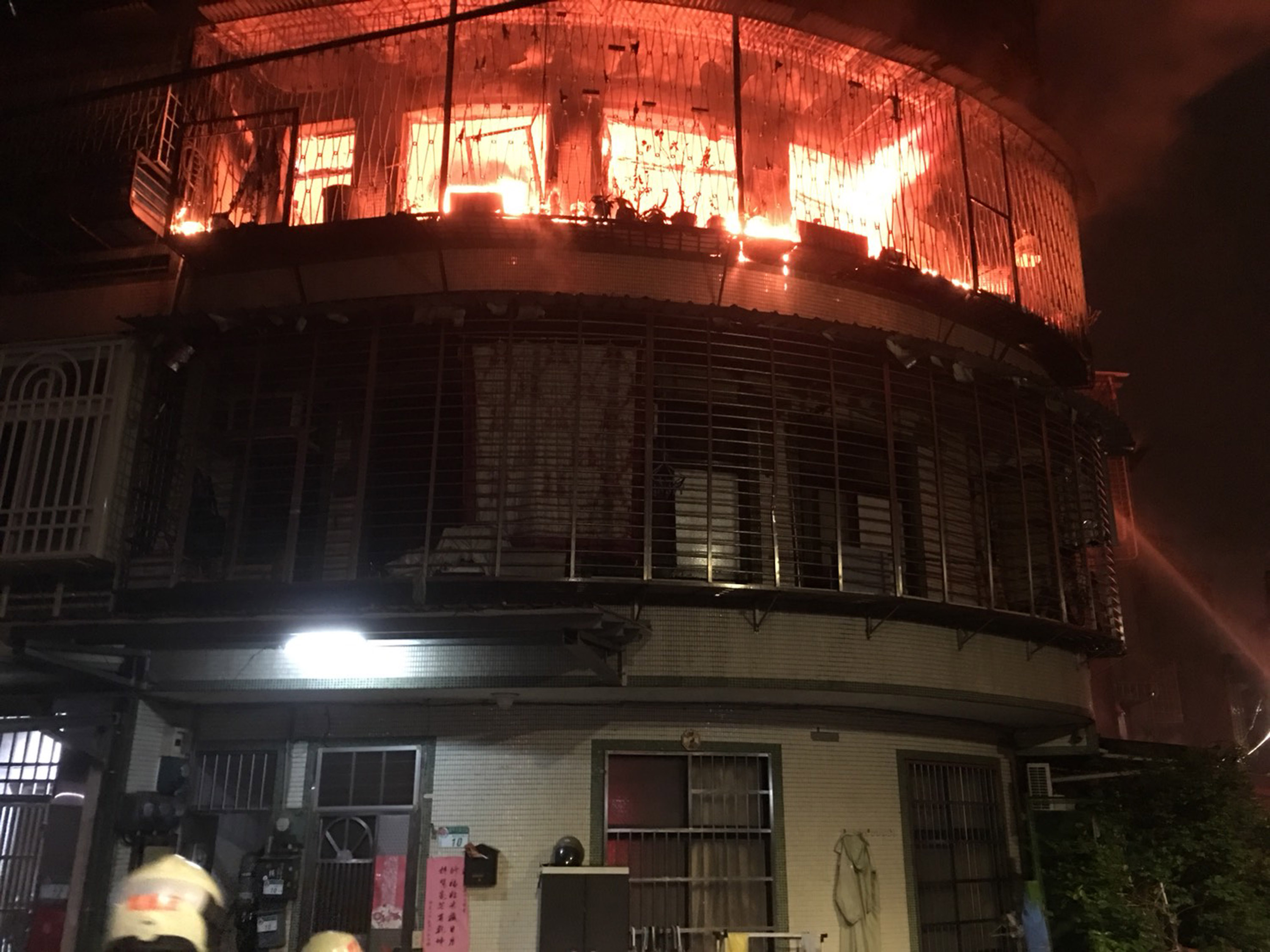 Fire kills family of four in Taipei.