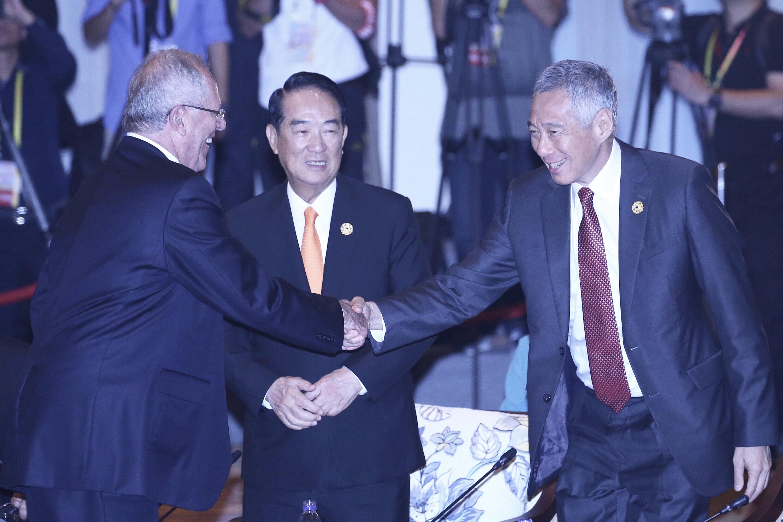 2017年亞太經濟合作會議(APEC),秘魯總統庫辛斯基 (Pedro Pablo Kuczynski)(左)10日出席「與東協 領袖非正