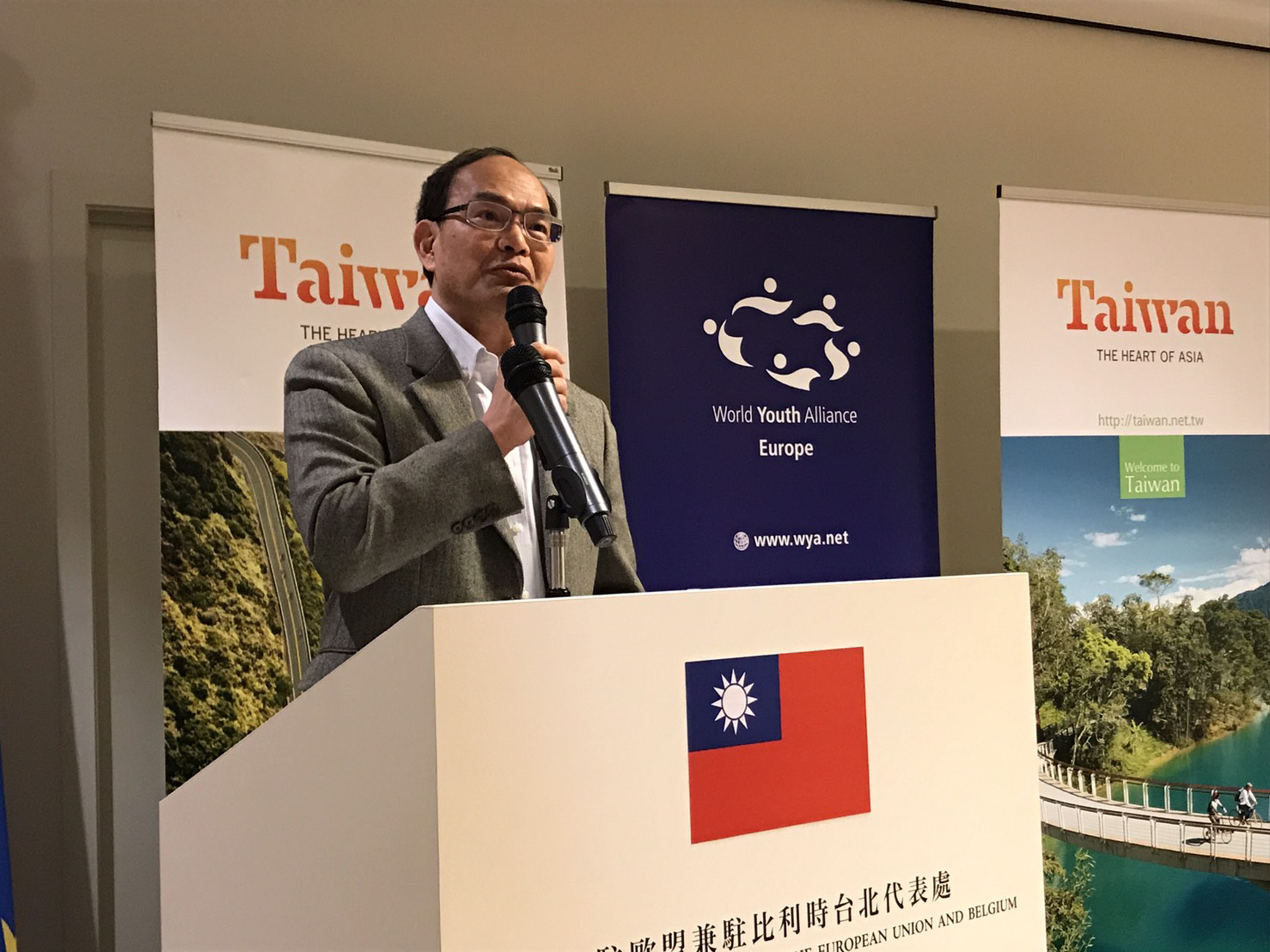 Harry Tseng speaking at World Youth Alliance Europe in 2017