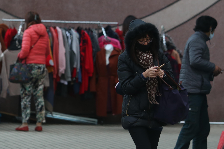 寒流持續影響,中央氣象局預報員劉沛藤表示,11日全台乾冷,台北攝氏9.6度,是該測站入冬以來的最低溫紀錄,入夜後到12日清晨氣溫將更低,提