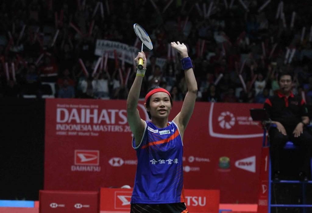 世界球后戴資穎28日在「印尼羽球大師賽」對戰前世界 球后、印度女將賽娜,以直落二獲勝,拿下印尼羽球大 師賽女子單打冠軍。 中央社記者周永捷
