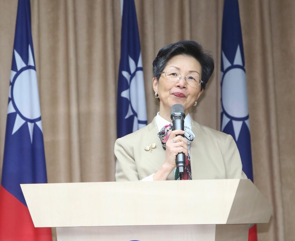 陸委會主委張小月在年終記者會提到,今(2018)年中國對台灣依舊會採取「一拉一打」策略