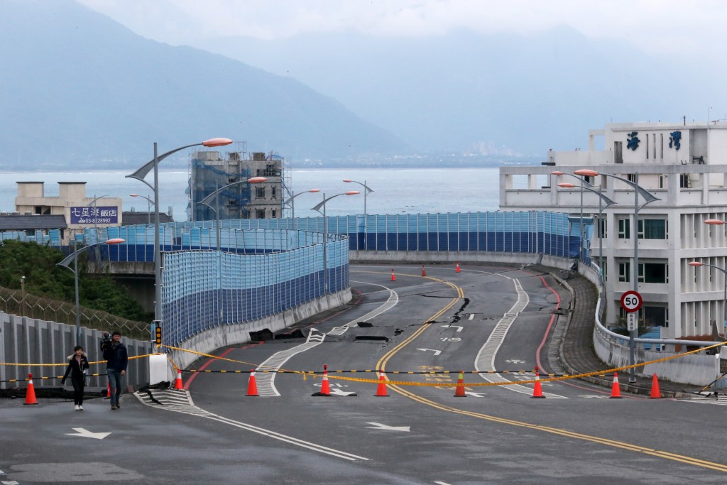 Damage to Hualien's Qixingtan Bridge after last week's quake.
