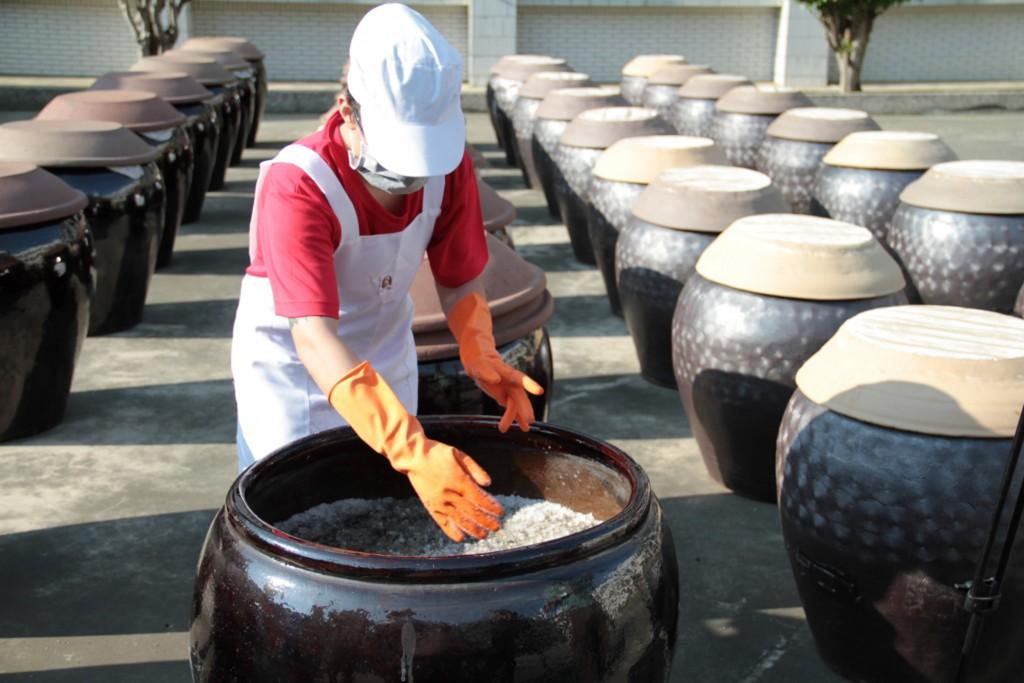 雲林第二監獄收容人釀造醬油