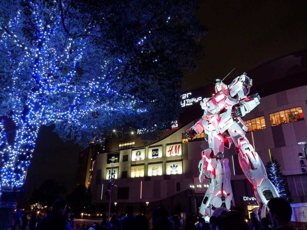 日本東京台場地區,一座高約18公尺的巨大鋼彈戰士聳 立在百貨入口處,相當引人注目,也吸引不少動漫迷前 來朝聖,成為當地人氣地標。 中央社記...