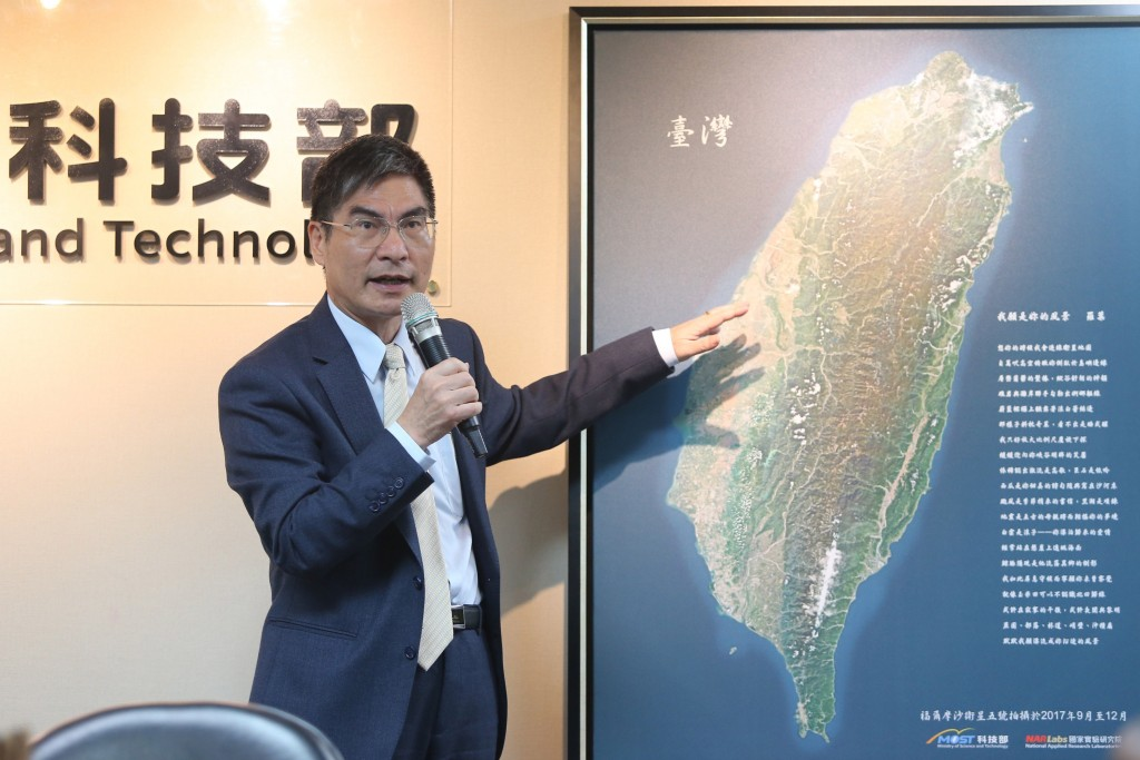 Science and Technology Minister Chen Liang-gee (陳良基) points at an image taken by FORMOSAT-5