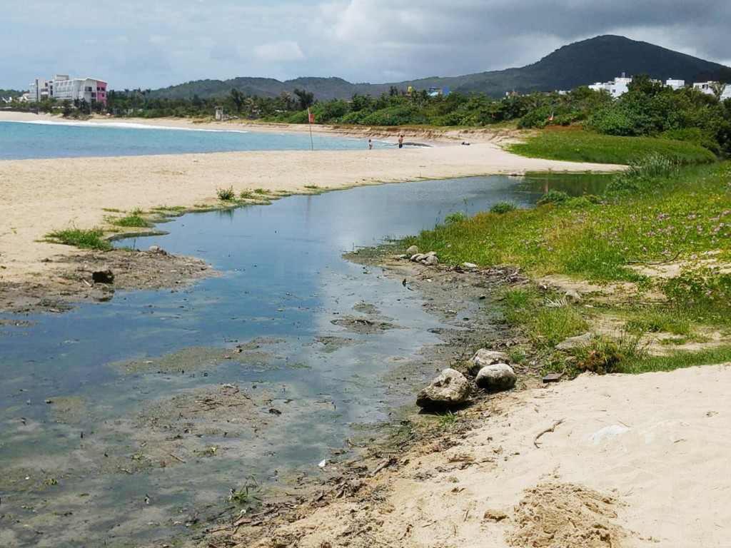 Pingtung County to hold six beach cleanups in Kenting in May and June.