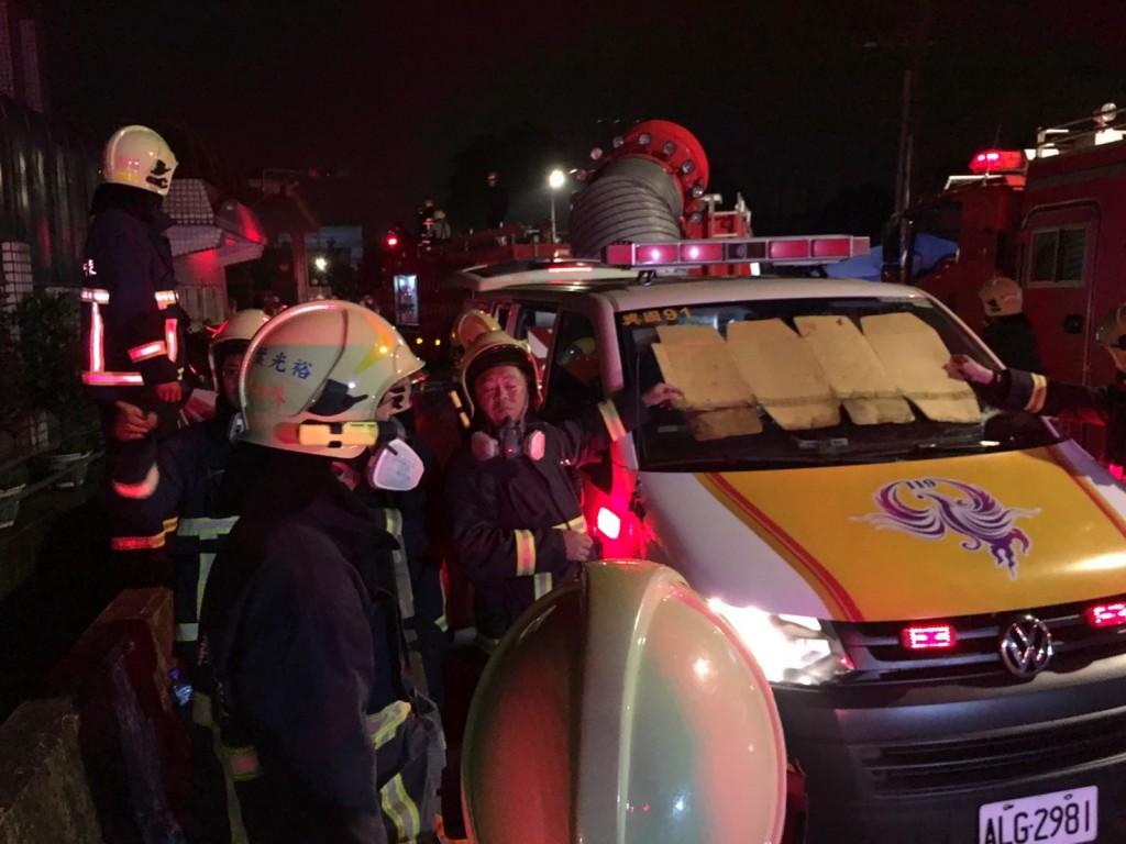 桃園市平鎮區敬鵬工業工廠28日晚間發生大火,造成5名消防員殉職、數名輕重傷。