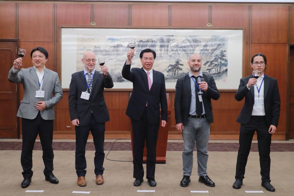 外交部11日舉辦酒會歡迎國際記者聯盟與會代表,圖中為外交部長吳釗燮
