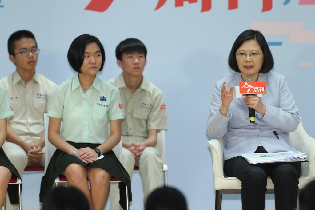 總統蔡英文12日出席今周刊舉辦的「預見10年後的臺灣:小英總統與高中生面對面論壇」