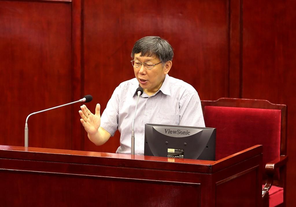 台北市長柯文哲14日上午赴台北市議會專案報告,說明 大巨蛋興建進度及違約後續作法、大彎北段商業宅處理 、都更政策與危險及老舊建築物加速
