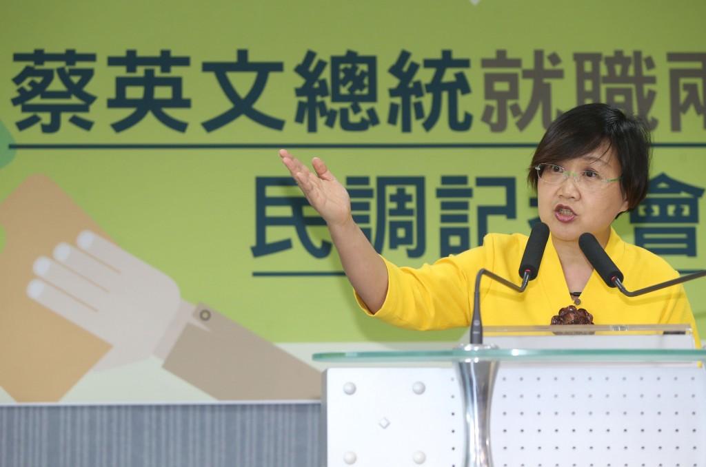 民進黨副秘書長徐佳青(圖)16日在中央黨部公布總統蔡英文就職兩週年民調結果。中央社記者鄭傑文攝 107年5月16日