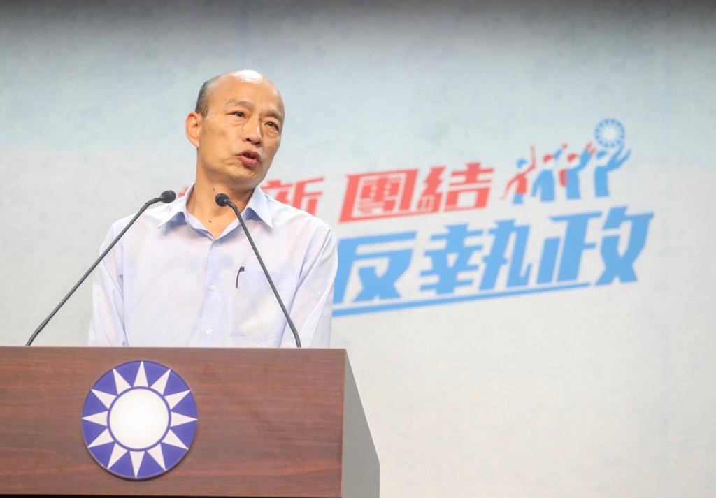 中國國民黨21日公布高雄市長選舉黨內民調結果,由國 民黨高雄市黨部主任委員韓國瑜(圖)勝出。韓國瑜上 午在中央黨部出席記者會,呼籲對手